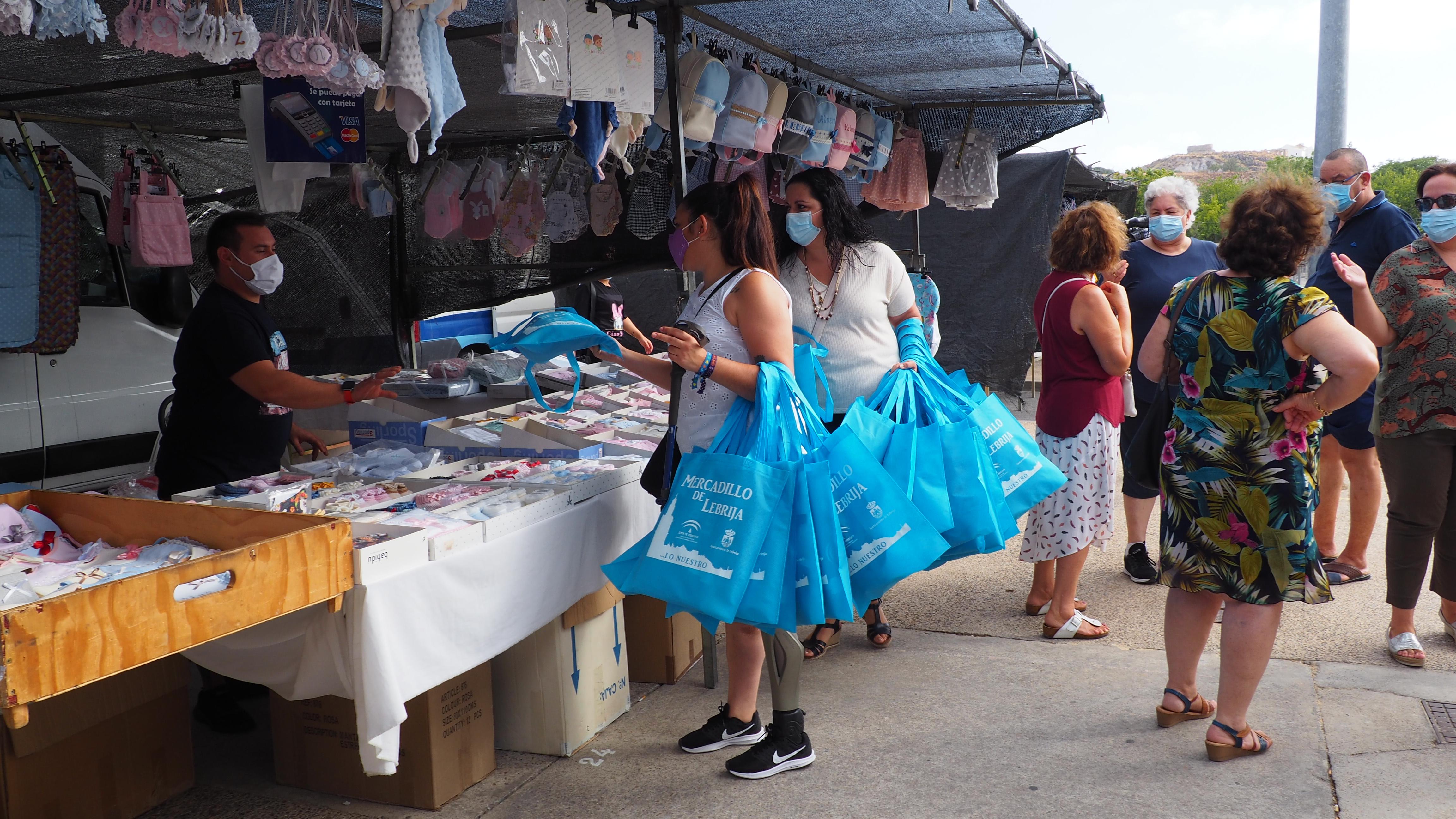 Reparto bolsas reutilizables Mercadillo Huerta Macenas (2)